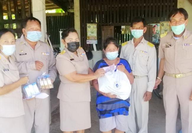 มอบถุงยังชีพพร้อมเงินจากสมาคมประชาคมคนตาบอดไทย ให้แก่คนพิการตาบอด